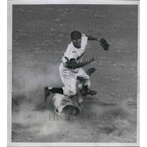 1951 Press Photo Mickey Vernon Nationals Forced Out at 2nd By Al Rosen Indians