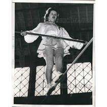 1957 Press Photo Francine Pary, Tightrope Walker, Toulouse, France
