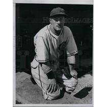 1935 Press Photo Roy Henshaw Of Brooklyn Dodgers - nea44035