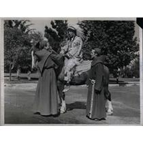 1937 Press Photo I.W. Farrell, Buffalo Bill Indian Costume, San Fernando Rey