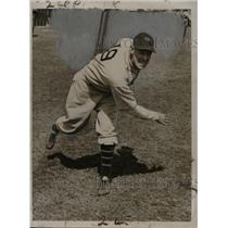 1935 Press Photo Frank Gabalar throwing a pitch for the New York Giants.