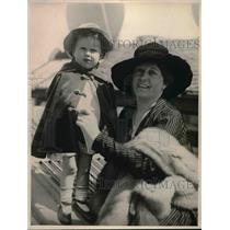 1919 Press Photo Mrs Carl Crow & Daughter Betty