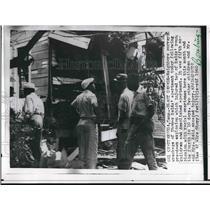 1960 Press Photo Surveying explosion wreckage of Thomas Reid's apartment