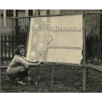 1921 Press Photo Ida Schnell & lace curtains for her home - nea52368