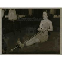1934 Press Photo Sylvia Matteson and exercise equipment