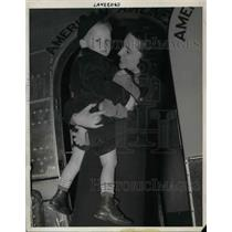 1939 Press Photo Dickey Hanis & Stewardess Elizabeth Kissinger