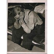1937 Press Photo Flood refugee at relief station - nea63789