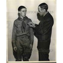 1931 Press Photo Durbrow Wallace Receives Highest Honorary Award In Scoutdom