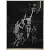 1938 Press Photo Bert Robben Scores St. Xavier to Win Catholic HS Championship