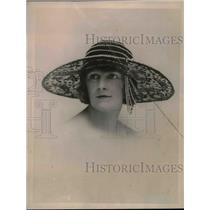 1922 Press Photo Fashion Model Wearing Hat Of Brown Velour & Black Lace & Beads