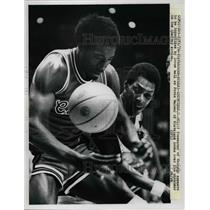 1976 Press Photo Cliff Pondexter of Chicago Bulls, Foots Walker of Cavaliers