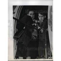 1946 Press Photo Mrs. Loretta Rusher, son Peter, at Hamilton Field, California
