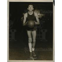 1927 Press Photo Fodder, Center for Yale University Basketball