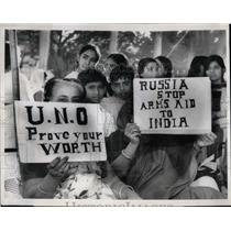 1971 Press Photo Women in Karashi Demonstrate against Naked Indian Agression