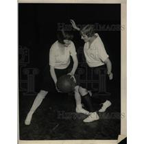 1925 Press Photo Kay Meehan, Hazel Johnson, Hunter College Girls Basketball