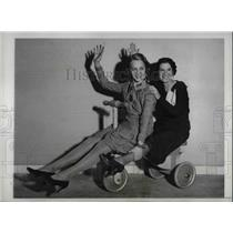 1933 Press Photo Jane Richardson & Elaine Lawrence On Toy Magnate