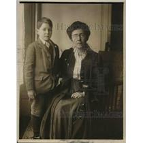1918 Press Photo Mrs Sheffington & her son arrive in NY