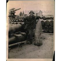 1919 Press Photo Frank Gallagher, former munitions worker, shell tester