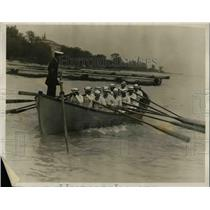 1927 Press Photo Univ of Washington crew & boatswain JC Wilkins