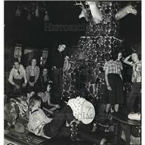 1941 Press Photo Square Ranch Party Goers Gather Around Fireplace