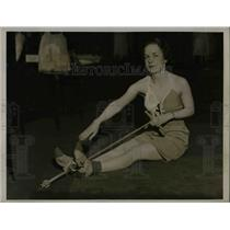 1934 Press Photo Mrs Sylvia Matteson & exercise equipment - nea50513
