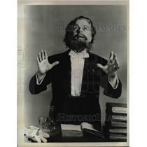 "1967 Press Photo Actor Emlyn Williams In ""Dickens"""