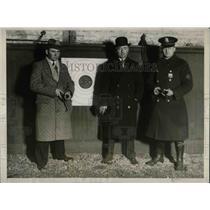 1929 Press Photo William J. Lewis, Capt. W.H. Carter, William Hauber, Revolver