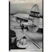 1962 Press Photo Passengers Evacuate Plane After It Makes Emergency Landing