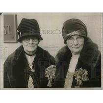1928 Press Photo Mrs JH White, Ala. woman democrat & Mrs CJ Sharp in D.C.