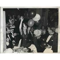 1934 Press Photo Savoy Plaza Hotel New Years Celebration