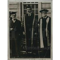 1920 Press Photo Lord Kernyon in University robes in London