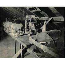 1924 Press Photo Part Of Professor Sloanaker's Apparatus Hidden Away In Attic