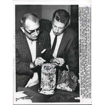 1960 Press Photo San Francisco, Ca. Fred Goerner & evidence for A Earnhardt case