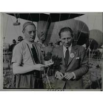 1933 Press Photo Pilot Philippe Quersin & Aide Marshall Van Schello before