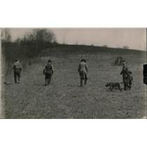 1920 Press Photo Rodger the Rum Hound of Ruffsdale out hunting with master