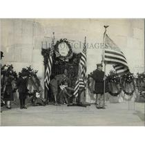 1922 Press Photo Col.Sherrell place the Presidents wreath at Washington Monument