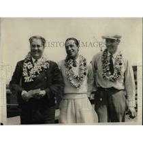 1929 Press Photo Koger, Grace, and Spang in Leis - nea70028