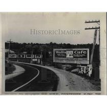 1931 Press Photo Billboard for Wallis Cafe Roadside