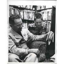 1955 Press Photo U.S. Air Force Col.John P.Starr talked a boy a Tale of speed.