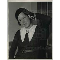 1932 Press Photo Teenager Joan Quinn Holding Head Injury from Pirates Foul Ball