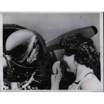 1958 Press Photo Mrs. Beatrice Siemon Looks Into Propeller for her Reflection