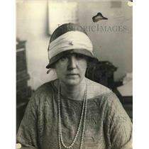 1923 Press Photo Elise Winch, head of a dressmaking firm - nea82256