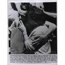 1959 Press Photo Mack Thomson & wife after record endurance dive