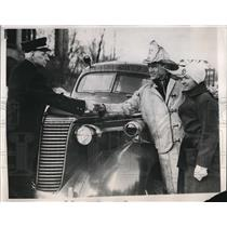 191947 Press Photo Del Lamb Olympic Ice Skating dismissed his job as a firemen.