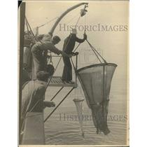 1923 Press Photo Making a fish net haul - nea76696