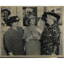 1941 Press Photo Mathilda Burling, Margaret Wycherly, Ann O'Brine - nea79276