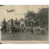 1922 Press Photo Minn. fishermen & their pickerel catch