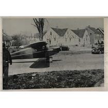 1941 Press Photo Pilot Herbert Reynolds Airplane On Runway Of Cleveland Airport