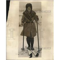 1924 Press Photo Beatrix Loughram going skiing