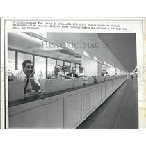 1966 Press Photo Mutual Clerk Hialeah Flamingo Stakes Bank